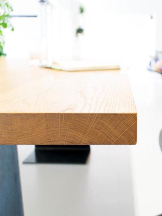 Nahaufnahme der Massivholz Tischplatte des Esstisch Zsteel