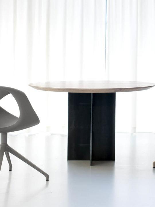 Esstisch rund design  Design Esstisch rund massiv | Rivolta by MBzwo Berlin