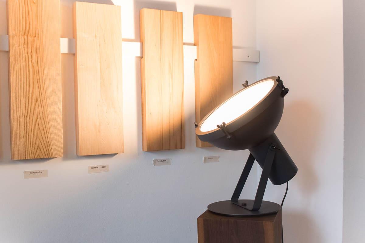 Designer Leuchte Projecteur im MBzwo Showroom