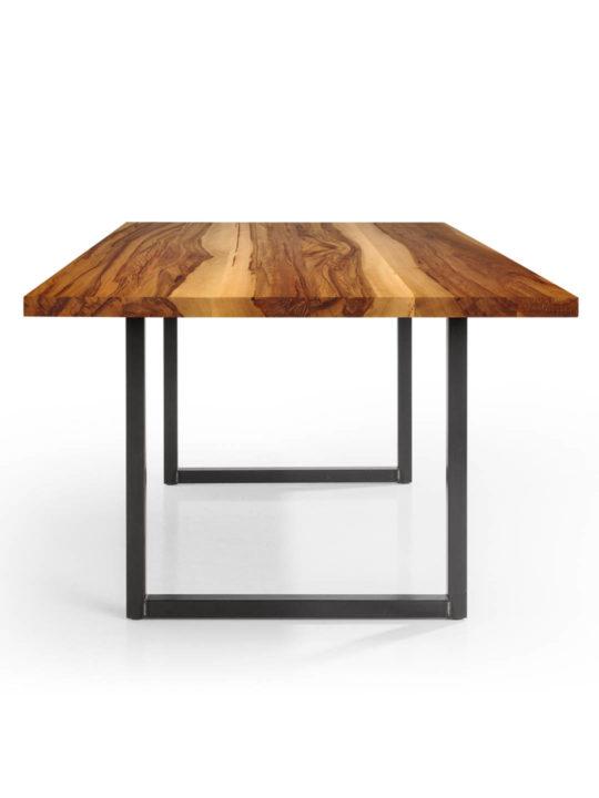 Tisch Tipo in Nussbaum Satin