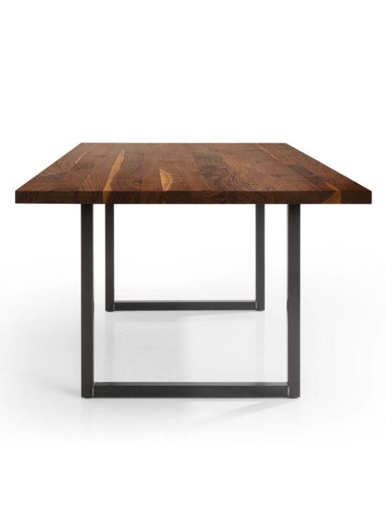 Tisch Tipo in Nussbaum Ast mit Splintanteil