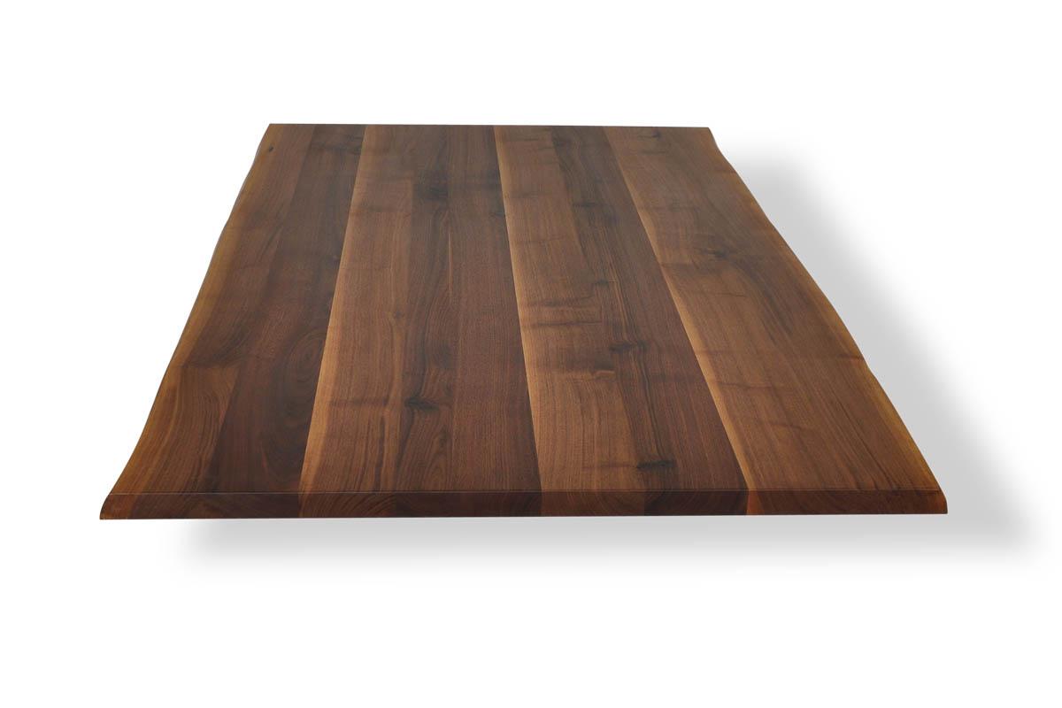 Nussbaum Tischplatte mit Baumkante in schwacher Ausführung