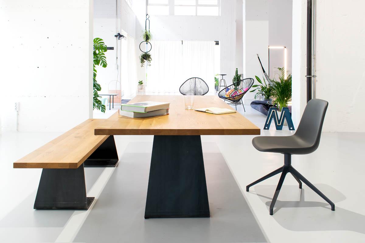Zsteel Massivholztisch und Bank mit Tischplatte in Eiche