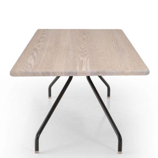 Designer Tisch Cone in Eiche weiß geölt