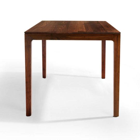 Design Esstisch aus Massivholz im skandinavischen Design