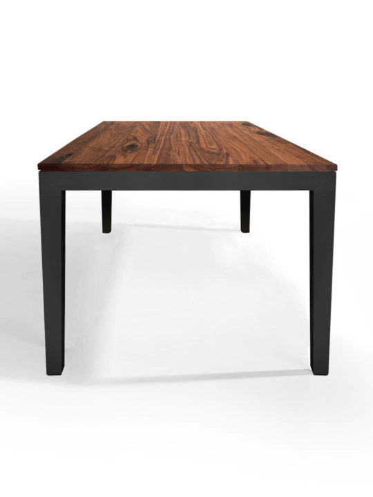 Tisch Pantera in Nussbaum Ast mit anthrazitem Untergestell