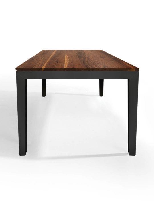 Tisch Pantera in Nussbaum Ast mit Splintanteil mit anthrazitem Untergestell