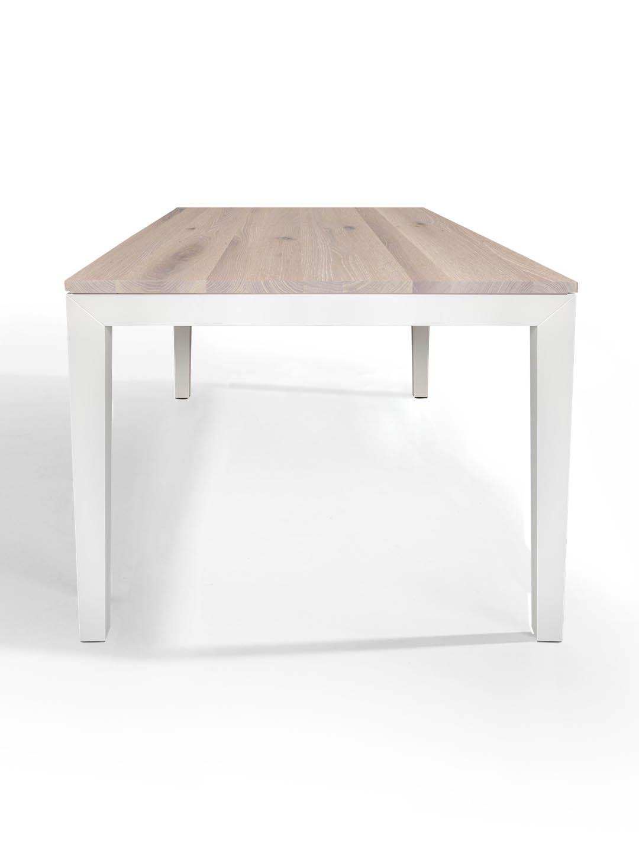 Tisch Pantera in Asteiche weiss geölt mit weissem Untergestell