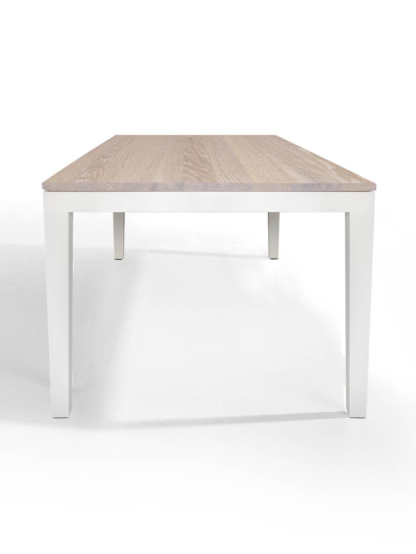 Tisch Pantera in Eiche premium weiss geölt mit weissem Untergestell
