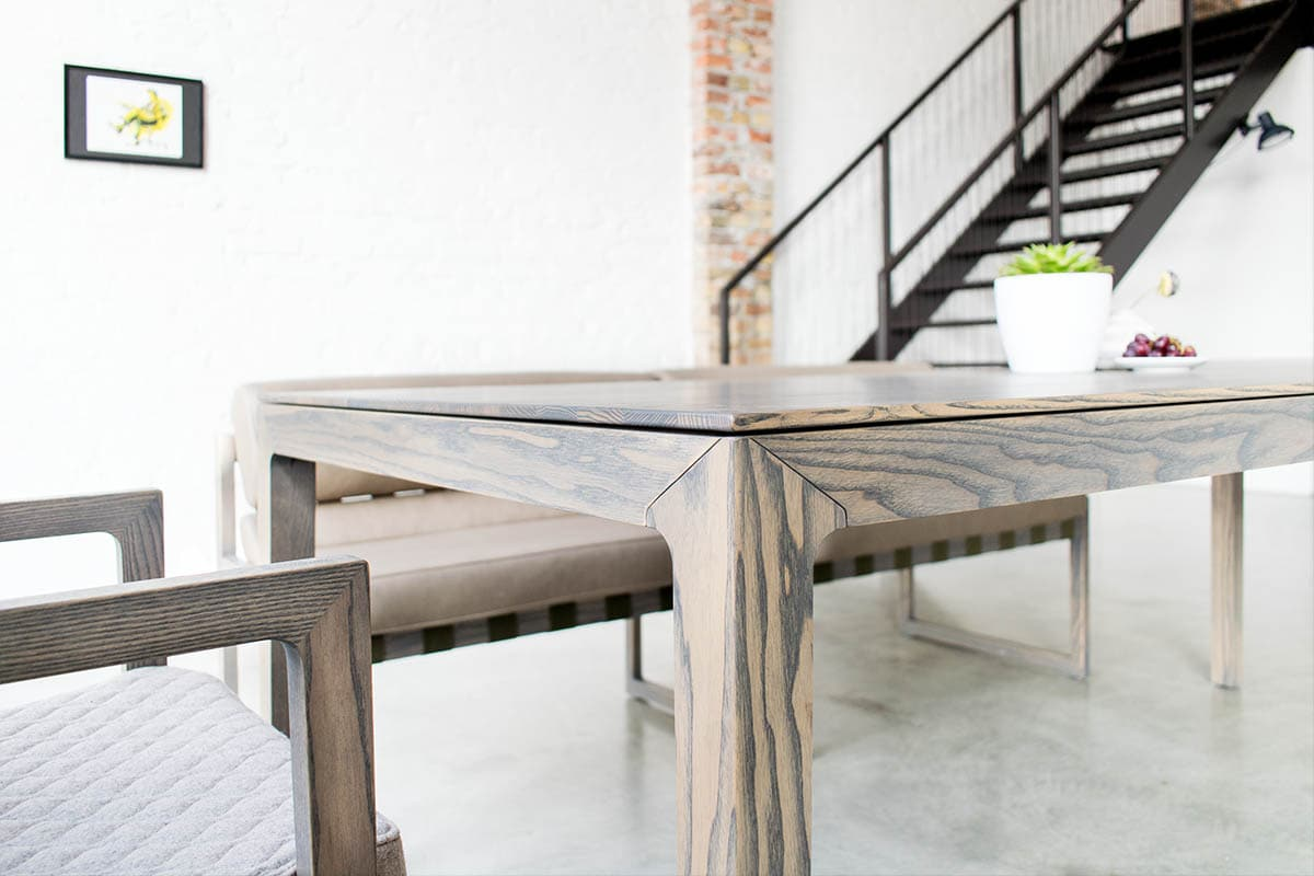 filigraner Massivholztisch in skandinavischem Design nach Maß
