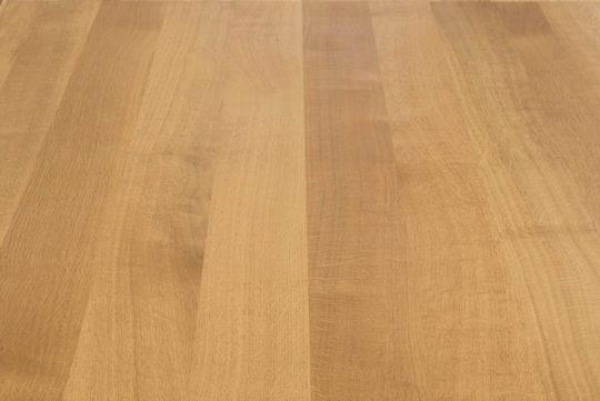 Detailansicht der Maserung einer Eiche Tischplatte in Premium Qualität