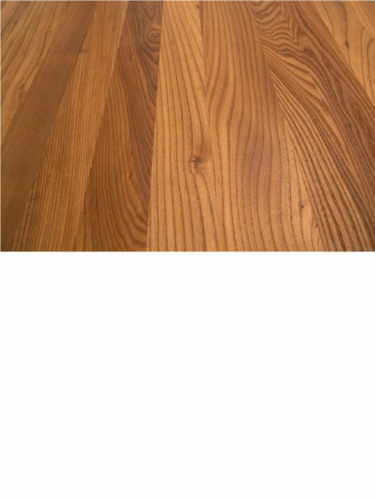 Detailaufnahme der Maserung einer Ulme Tischplatte