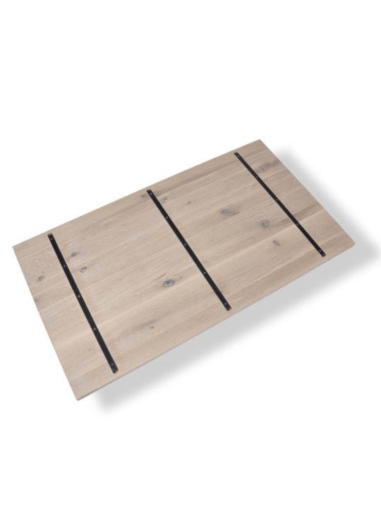 Tischplatte mit Stahlkernen in Wildeiche