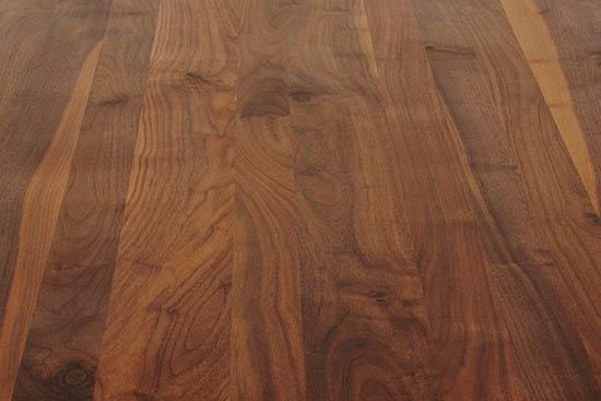 Detailansicht Maserung Nussbaum Ast