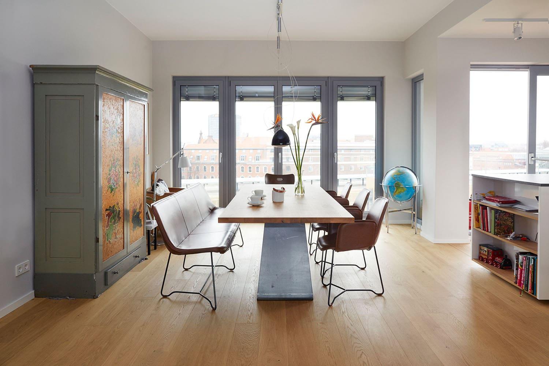 Tisch nach Maß, Tisch Eiche Rohstahl, Esstisch Eiche, Lederbank Esstisch Design, Designer Sitzbank Leder, Sitzbank Design