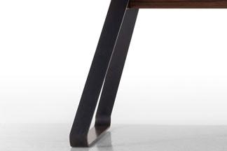 Brutus Baumkanten Tisch mit Stahl Gestell