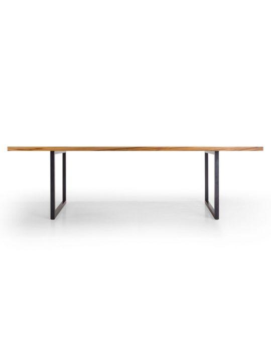 Industrial Tisch mit Stahlfüßen im Profil