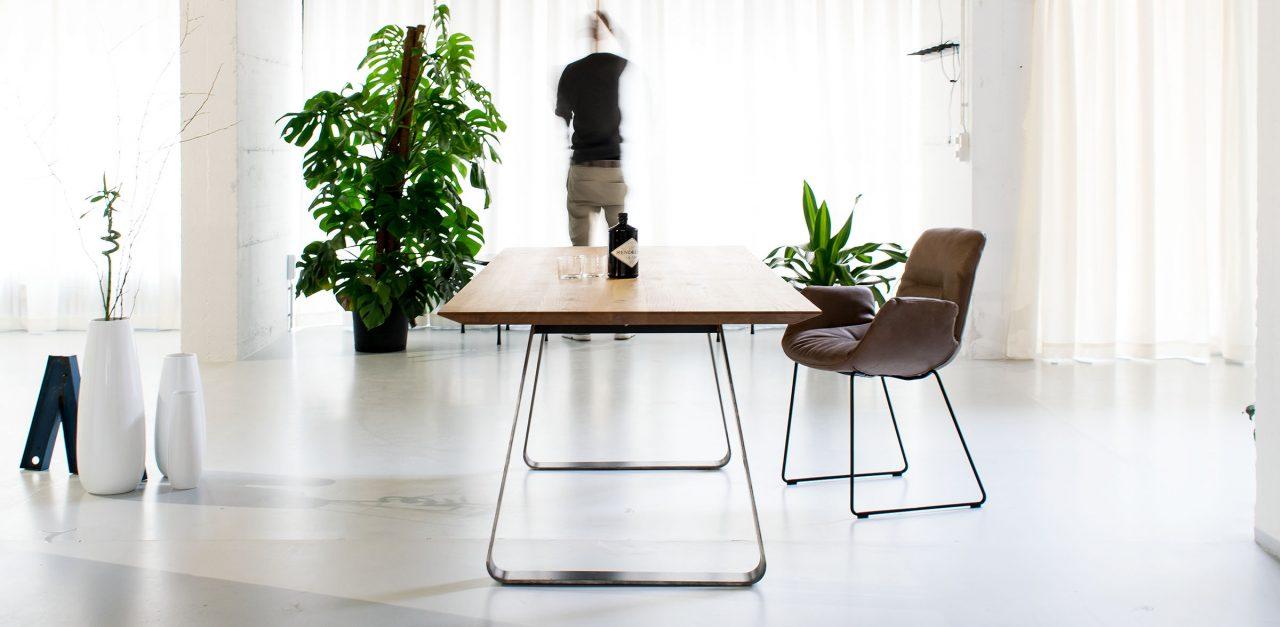 Design Esstisch Brutus aus Holz und Metall