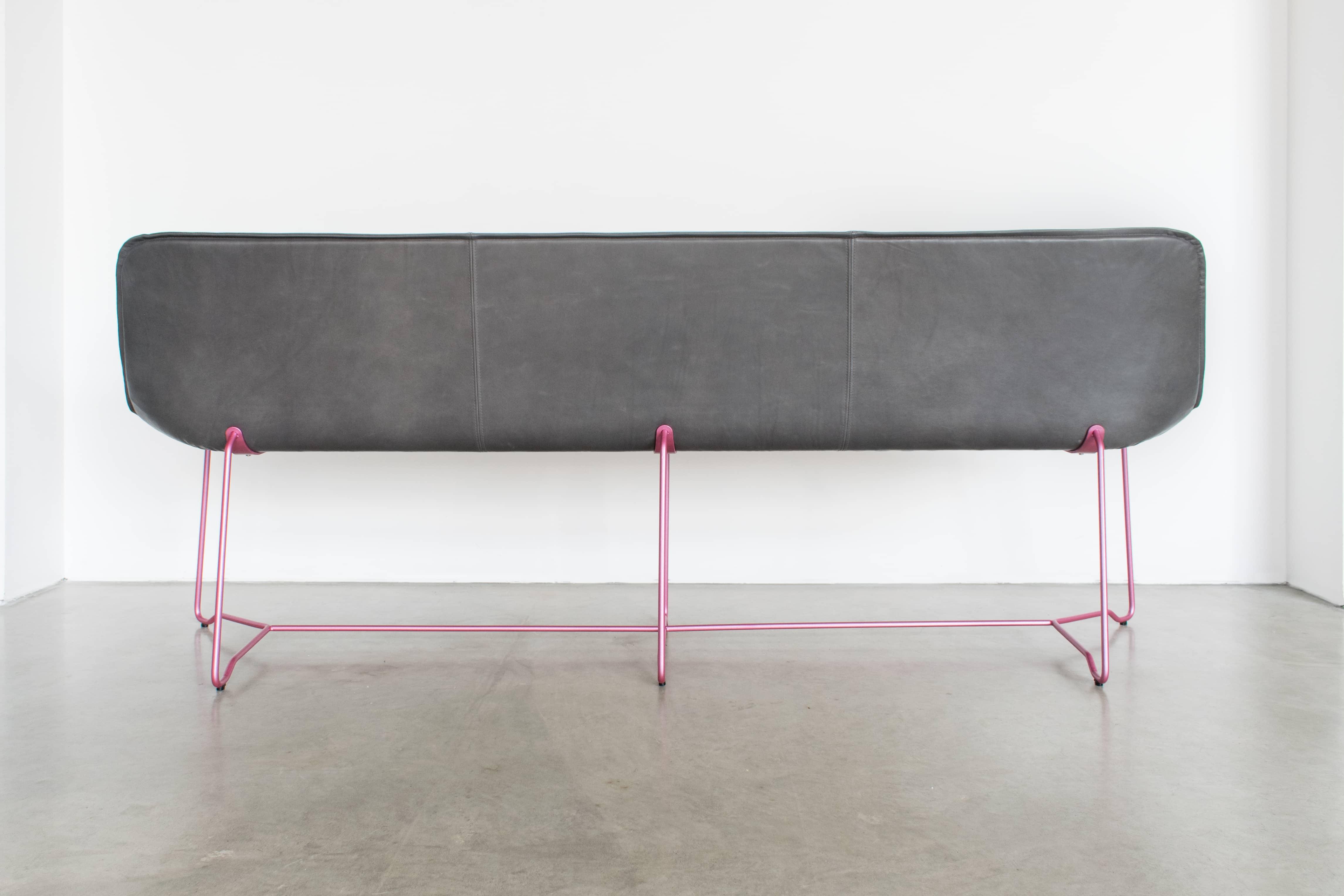 MBzwo Design Leder Bank in grau und pink, Designer Bank online kaufen