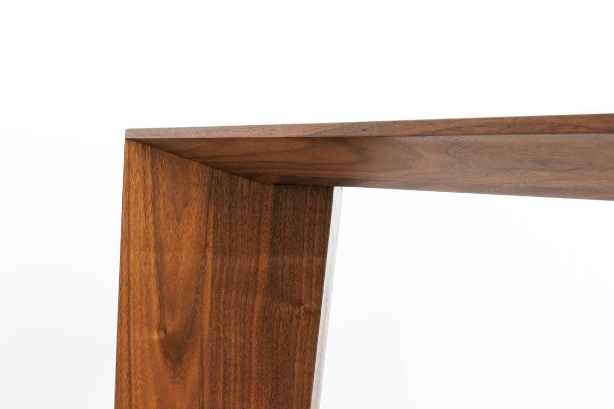 Design Tisch aus Massivholz von MBzwo