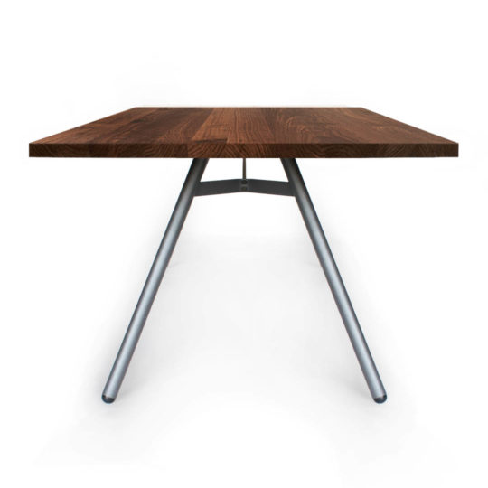 Tisch Trigon in Nussbaum Premium von MBzwo