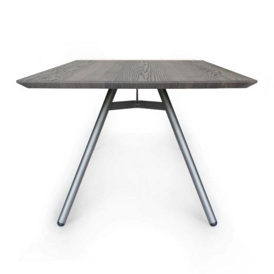 Tisch Trigon mit Schweizer Kante in Esche grau geölt von MBzwo
