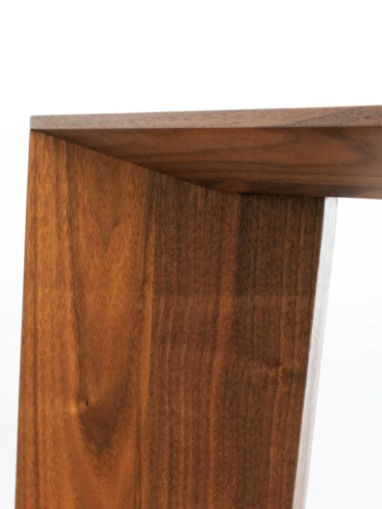 Design Tisch Bronco in Nussbaum Premium