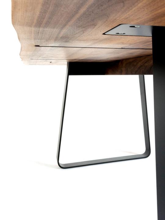 Esstisch Design Brutus mit Baumkante