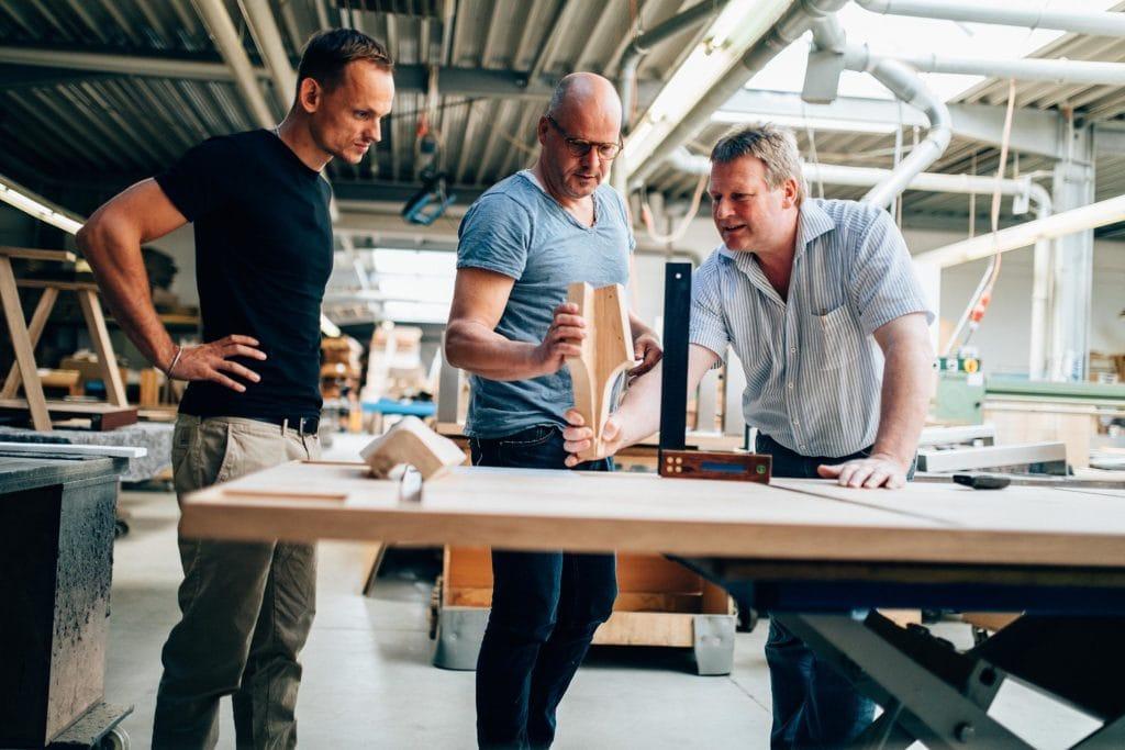 Mitarbeiter in der MBzwo Werkstatt