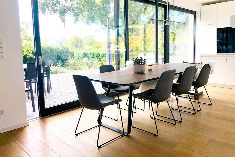 Kundenfoto Brutus mit Tonon Stühlen