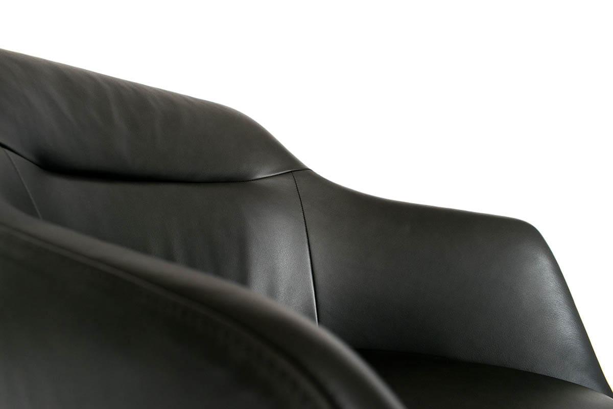 Stuhl BW Cara Armlehne mit Drahtuntergestell von den Bielefelder Möbelwerkstätten bei MBzwo