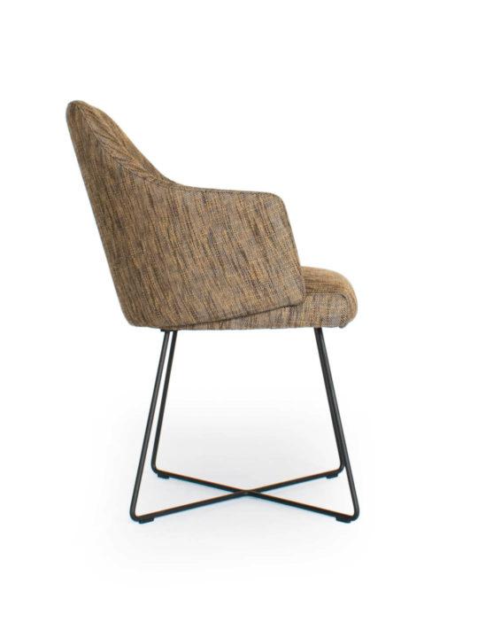 ipdesign Flow Armlehne Dining Chair in braun gestromt bei MBzwo