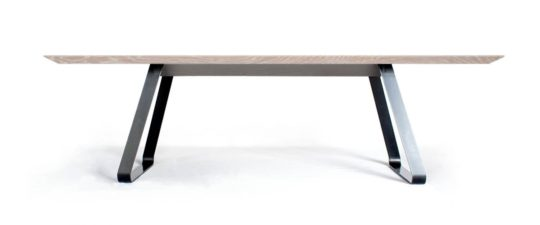 Tisch Brutus mit Schweizer Kante in Asteiche weiß geölt bei MBzwo