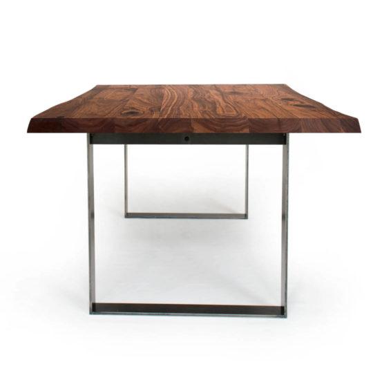 Massivholztisch Blake mit Baumkante