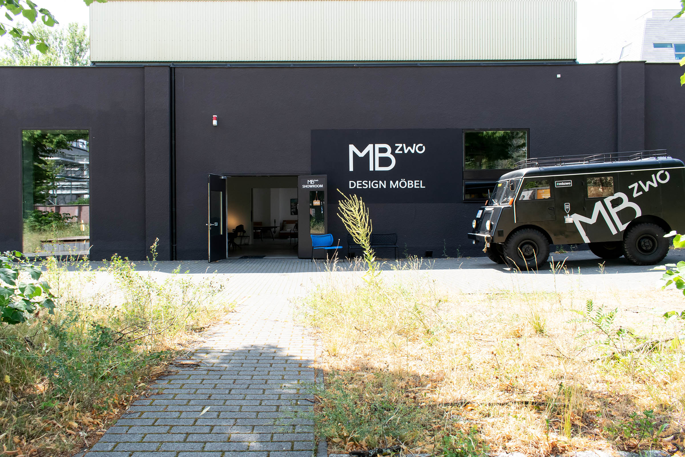 MBzwo Showroom und Firmen Wagen